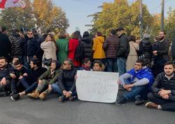 Gürcüstan parlamentinin qarşısında oturaq aksiya keçirilir
