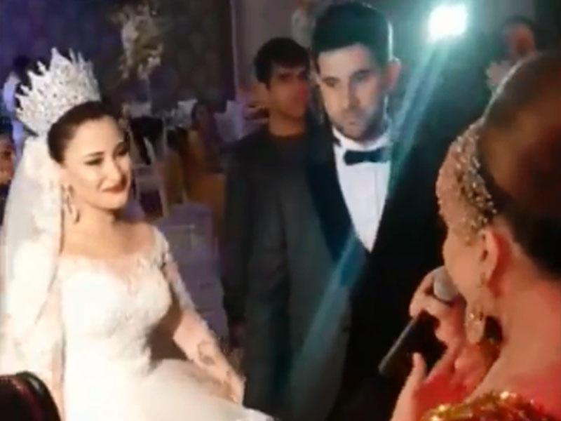 Azərbaycanlı aktrisanın qızının toyu oldu - Qarşısında mahnı oxudu - VİDEO