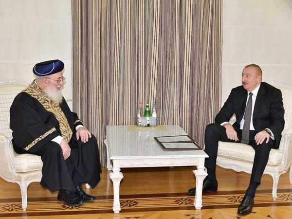 """Prezident İlham Əliyev Qüds Sefardi ortodoks baş ravvinini qəbul edib - <span class=""""color_red"""">FOTO</span>"""
