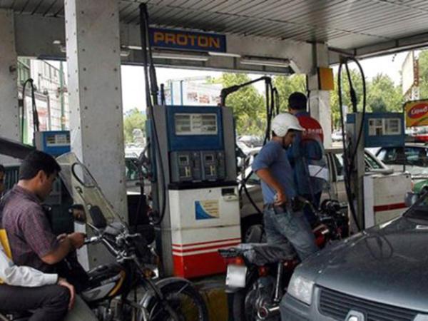 """İranda benzinin qiyməti qalxdı - <span class=""""color_red"""">Kasıblara yardım etmək üçün</span>"""