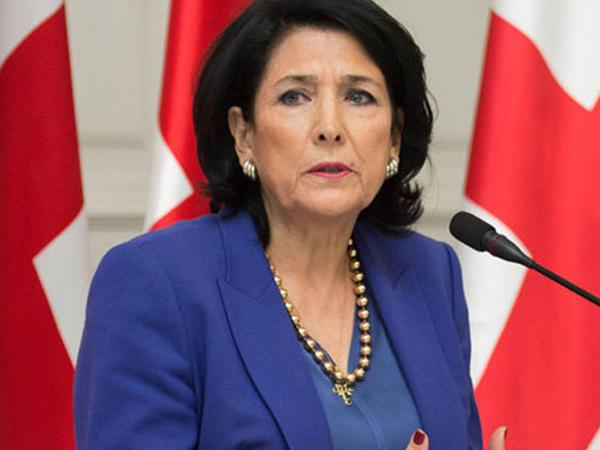 Gürcüstan prezidenti etiraz aksiyalarından danışdı