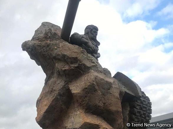Bakıda Milli Qəhrəman Albert Aqarunovun heykəlinin açılışı oldu - FOTO
