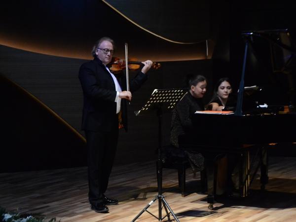 Beynəlxalq Muğam Mərkəzində Maykl Qutman (violin) və Olqa Domninanın (piano) konserti keçirildi