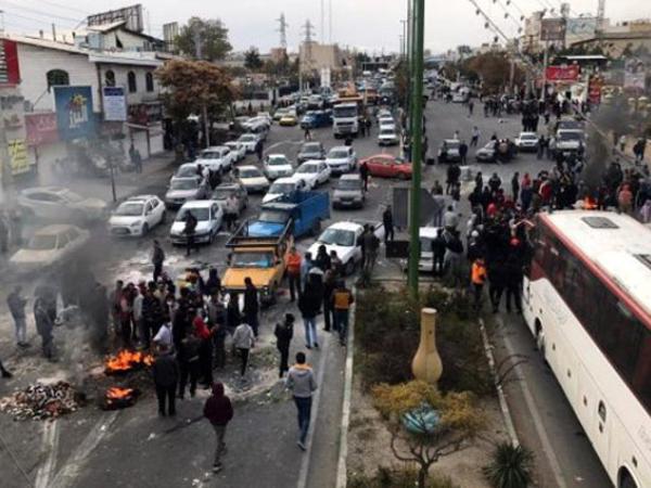 """İranda aksiyalarda 25 nəfər öldü, 40 nəfər saxlanıldı - <span class=""""color_red"""">Hökumətdən xəbərdarlıq</span>"""