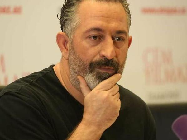 """""""Azərbaycan mədəniyyəti ilə daha yaxından tanış olmalıyam, sadəcə iş üçün gəlmək yetmir"""""""