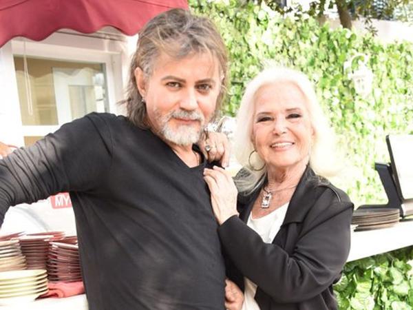 83 yaşlı müğənni sevgilisindən ayrıldı