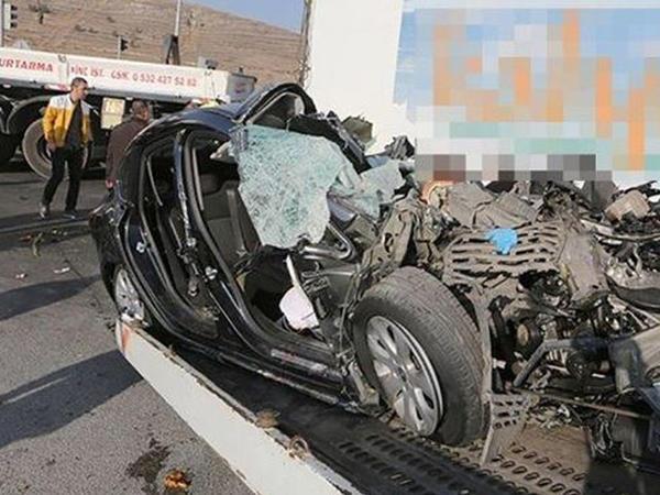 Bir ailənin dörd üzvü TIR-ın altında əzilib öldü - FOTO