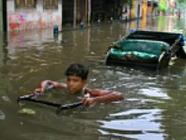 Hindistanda təbii fəlakət 2400 can aldı