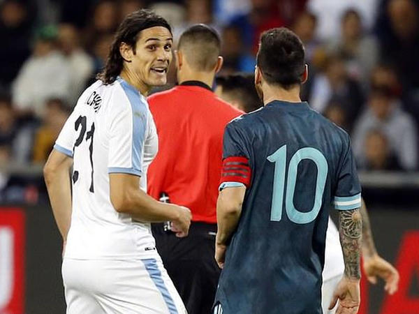 """Messi ilə Kavani arasında gərginlik - <span class=""""color_red"""">VİDEO</span>"""