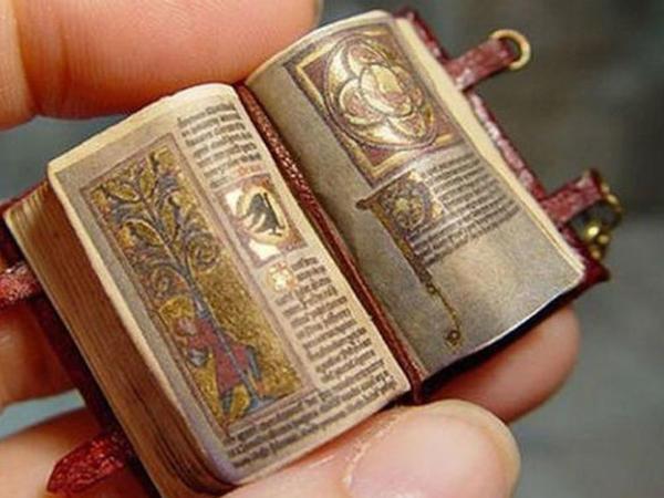 Miniatür kitablar belə hazırlanıb - FOTO