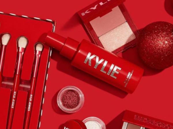 """Model Kylie Jenner kosmetika şirkətinin 51%-ni """"Max Factor""""-a satır"""
