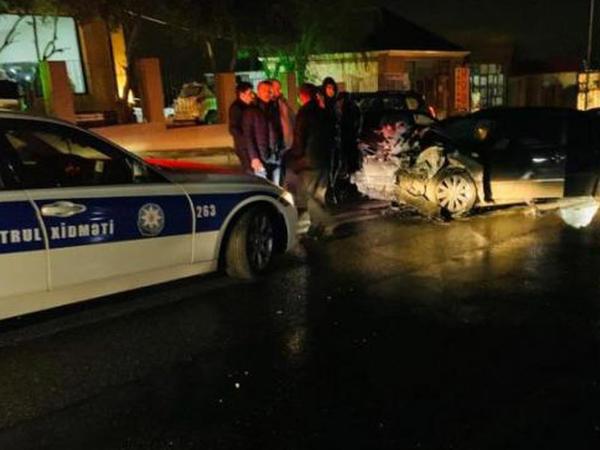 Bakıda 2 avtomobil toqquşub, sürücülər xəsarət alıb - FOTO