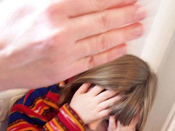 """&quot;Çoxsaylı boşanmalar uşaqların zorakılığa məruz qalmasının əsas səbəblərindəndir&quot; - <span class=""""color_red"""">Ombudsman</span>"""