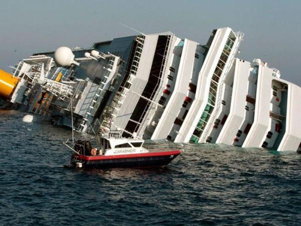 Nəhəng gəmi battı - Yüzlərlə insan öldü