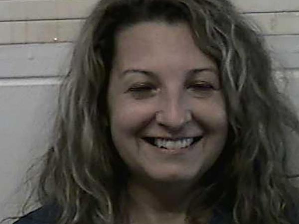 Ərini öldürən qadın polis kamerasına gülərək poz verdi - FOTO