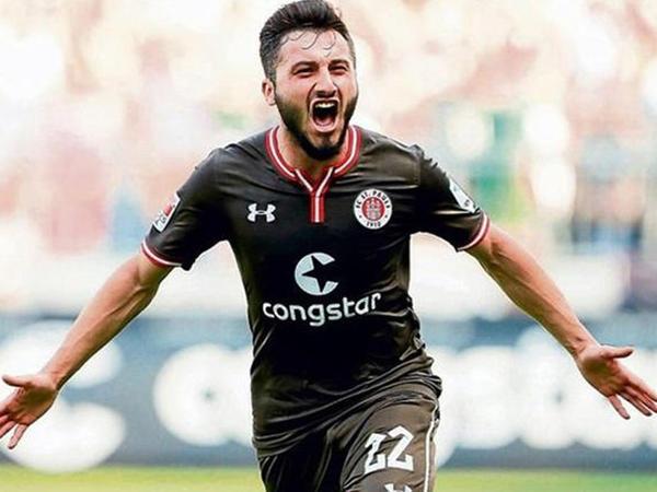 """Almaniya klubu """"Barış pınarı""""na dəstək olan futbolçu ilə yolları ayırdı"""