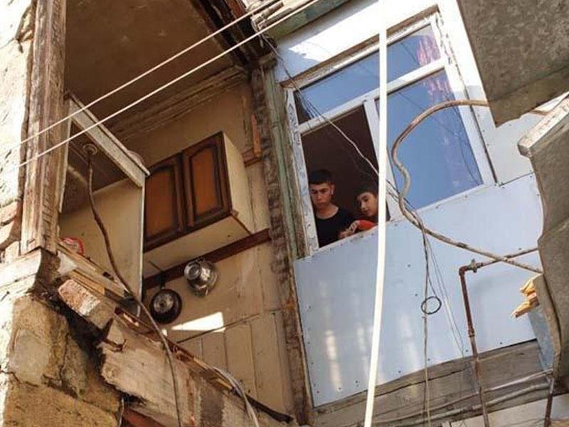 Bakıda daha bir evin ikinci mərtəbəsi çökdü - FOTO
