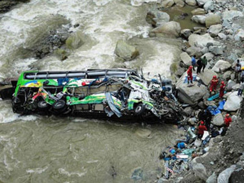 Nepalda sərnişin avtobusu dərəyə aşıb: 18 ölü, 13 yaralı