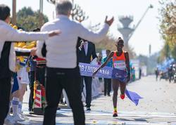 Ugandalı idmançı yeni dünya rekordu vurub