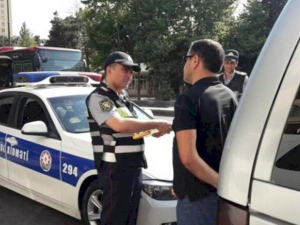 Hadisə yerində dayanıb sığortanı və yol polisini gözləmək vacibdirmi?