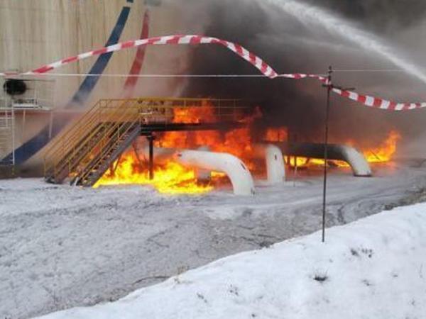 """Tatarstanda neftdoldurma stansiyasında partlayış: <span class=""""color_red"""">yaralananlar var - VİDEO</span>"""
