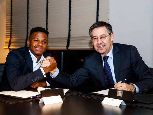 """""""Barselona"""" 17 yaşlı futbolçuya 170 milyonluq avro qiymət qoydu"""