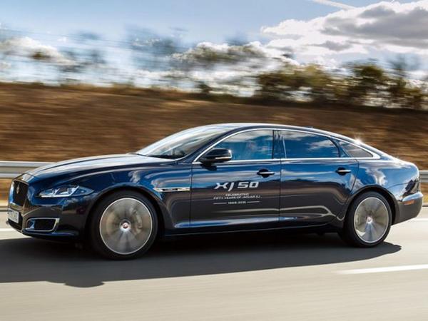 Jaguar XJ sedanı ilə vidalaşır