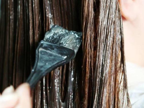 Qadınların diqqətinə: Müntəzəm saç boyamaq bu ölümcül xəstəliyə səbəb ola bilər!