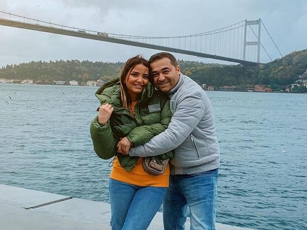 """İlkin Həsəni həyat yoldaşı ilə İstanbul gəzintisində - <span class=""""color_red"""">FOTOlar</span>"""