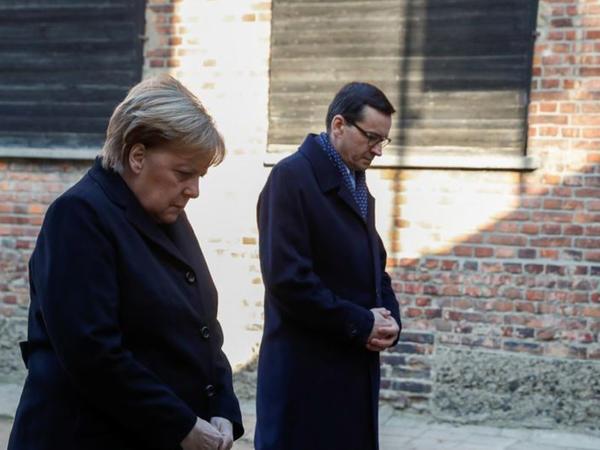 Angela Merkel Osventsim ölüm düşərgəsini ziyarət edib