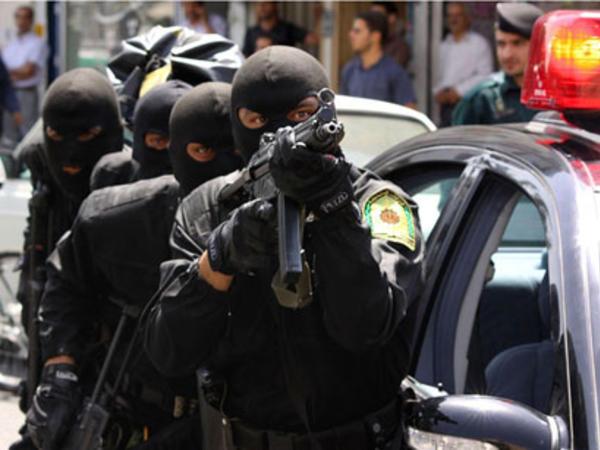 İranda əsgər 3 polisi vurdu