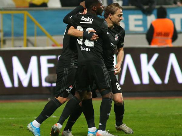 """&quot;Beşiktaş&quot; son dəqiqə qolu ilə qalib gəldi - <span class=""""color_red"""">VİDEO - FOTO</span>"""