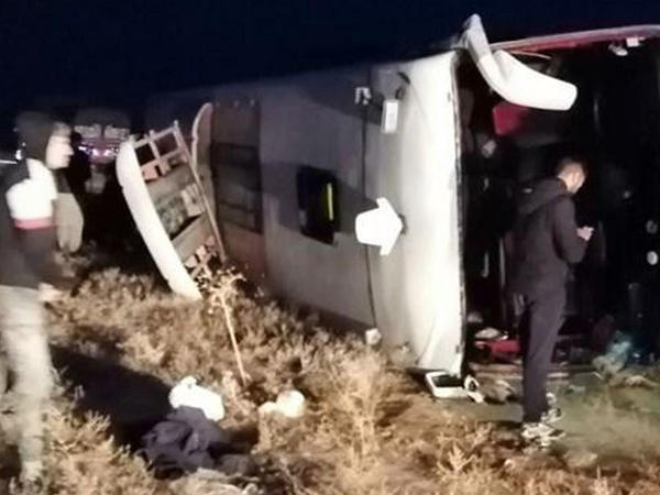 "İranda avtobus aşdı, yaralananlar var - <span class=""color_red"">FOTO</span>"