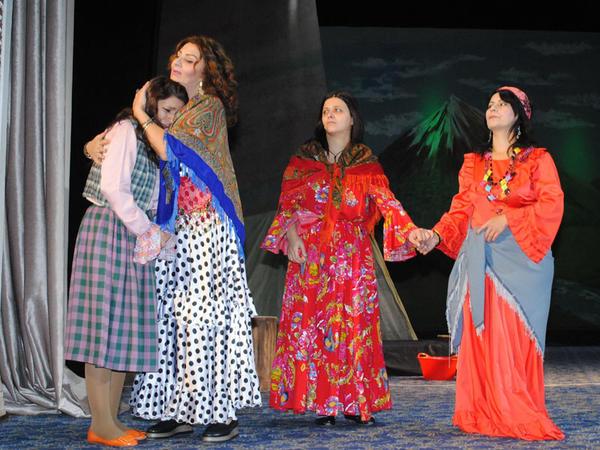 """Sumqayıt Dövlət Dram Teatrı yeni ilə belə hazırlaşır - <span class=""""color_red"""">FOTO</span>"""