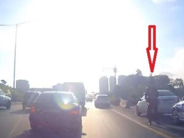 """Avtobus qayda pozdu, yol polisi onun hərəkətinə göz yumdu - <span class=""""color_red"""">VİDEO</span>"""