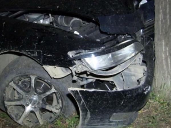 İsmayıllıda maşın ağaca çırpıldı, 4 nəfər xəsarət aldı, biri xəstəxanada öldü