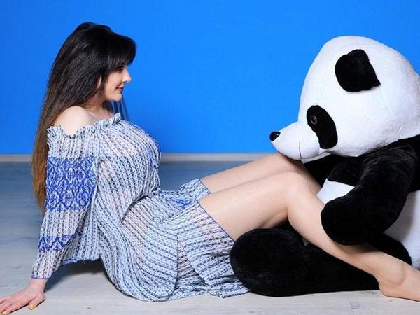 """Çimnazın erotik poz verdiyi panda &quot;canlandı&quot; - <span class=""""color_red"""">Aktrisa qışqırmağa başladı - FOTO</span>"""