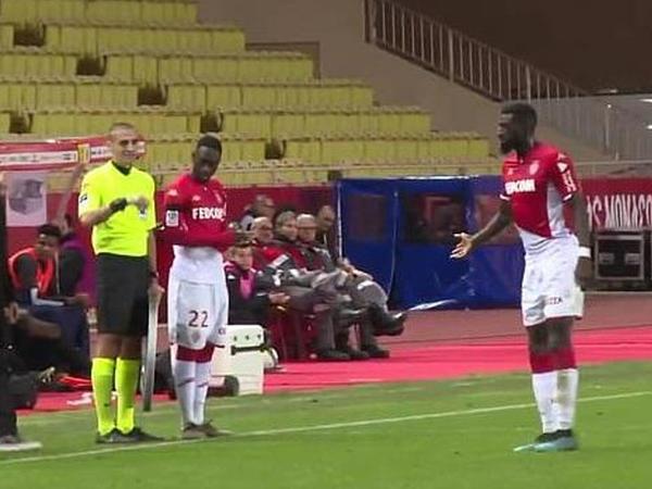 "Futbolçu forma nömrəsini unutdu - <span class=""color_red"">VİDEO</span>"