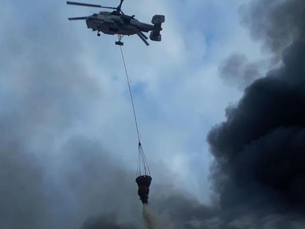 """Bazardakı dəhşətli yanğın helikopterlərlə belə söndürülür - <span class=""""color_red"""">VİDEO - FOTO</span>"""