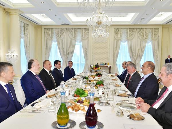 Azərbaycan Prezidenti İlham Əliyev İordaniya Kralı II Abdullah ilə işçi nahar edib - FOTO