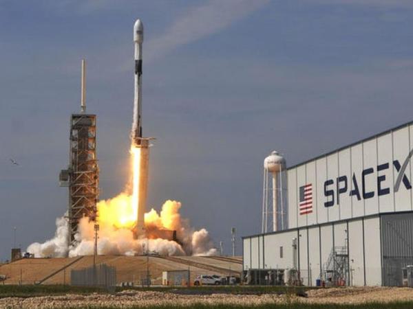 """""""SpaceX"""" kosmosa ilk pilotlu gəmisini göndərəcək"""