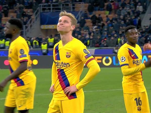 """&quot;Barselona&quot;nın futbolçusu &quot;Ayaks&quot;ın məğlubiyyətinə belə üzüldü - <span class=""""color_red"""">VİDEO</span>"""