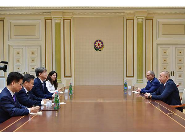 Prezident İlham Əliyev Koreya Respublikası Statistika Komitəsinin sədrinin başçılıq etdiyi nümayəndə heyətini qəbul edib - FOTO