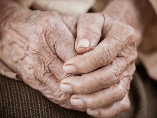 Bakıda 91 yaşlı qadının evinə basqın edildi