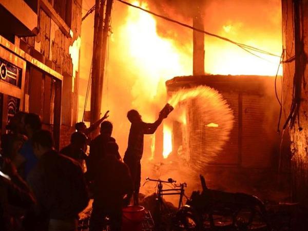 """Banqladeşdə fabrikdə yanğın - <span class=""""color_red"""">Onlarla ölü və yaralı var</span>"""