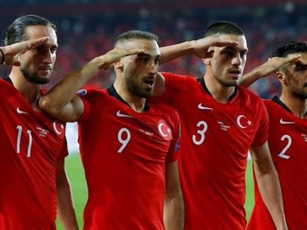 UEFA türkiyəli futbolçuların əsgər salamı ilə bağlı qərar verdi