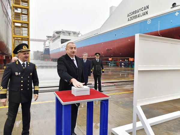 Prezident İlham Əliyev Bakı gəmiqayırma zavodunda inşa olunmuş ilk tankerin istismara verilməsi mərasimində iştirak edib - FOTO