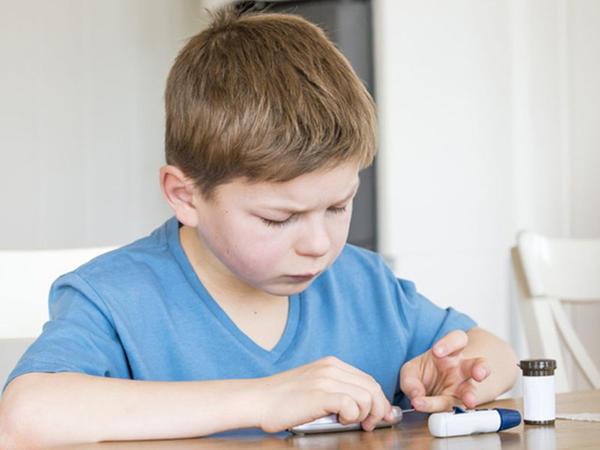 Uşaqlarda diabetin 3 ƏSAS ƏLAMƏTİ - Bunu hər bir valideyn bilməlidir!