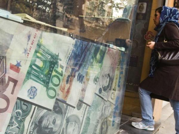 Sanksiyalar İranın maliyyə ehtiyatlarını $10 milyarda endirib