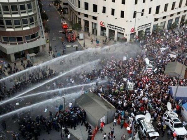 Beyrutda 50-dən çox nümayişçi xəsarət alıb